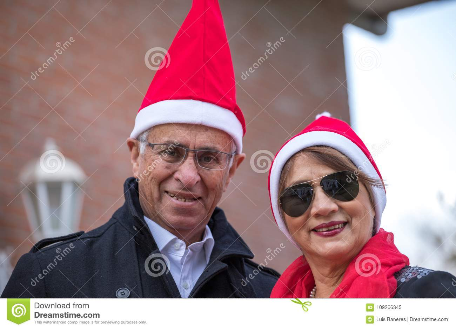 Posé pour Noël dans un mariage supérieur