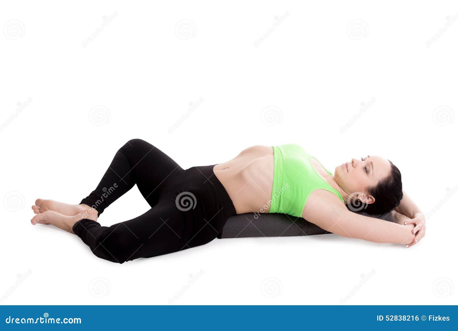 Pose attachée étendue de yoga d angle