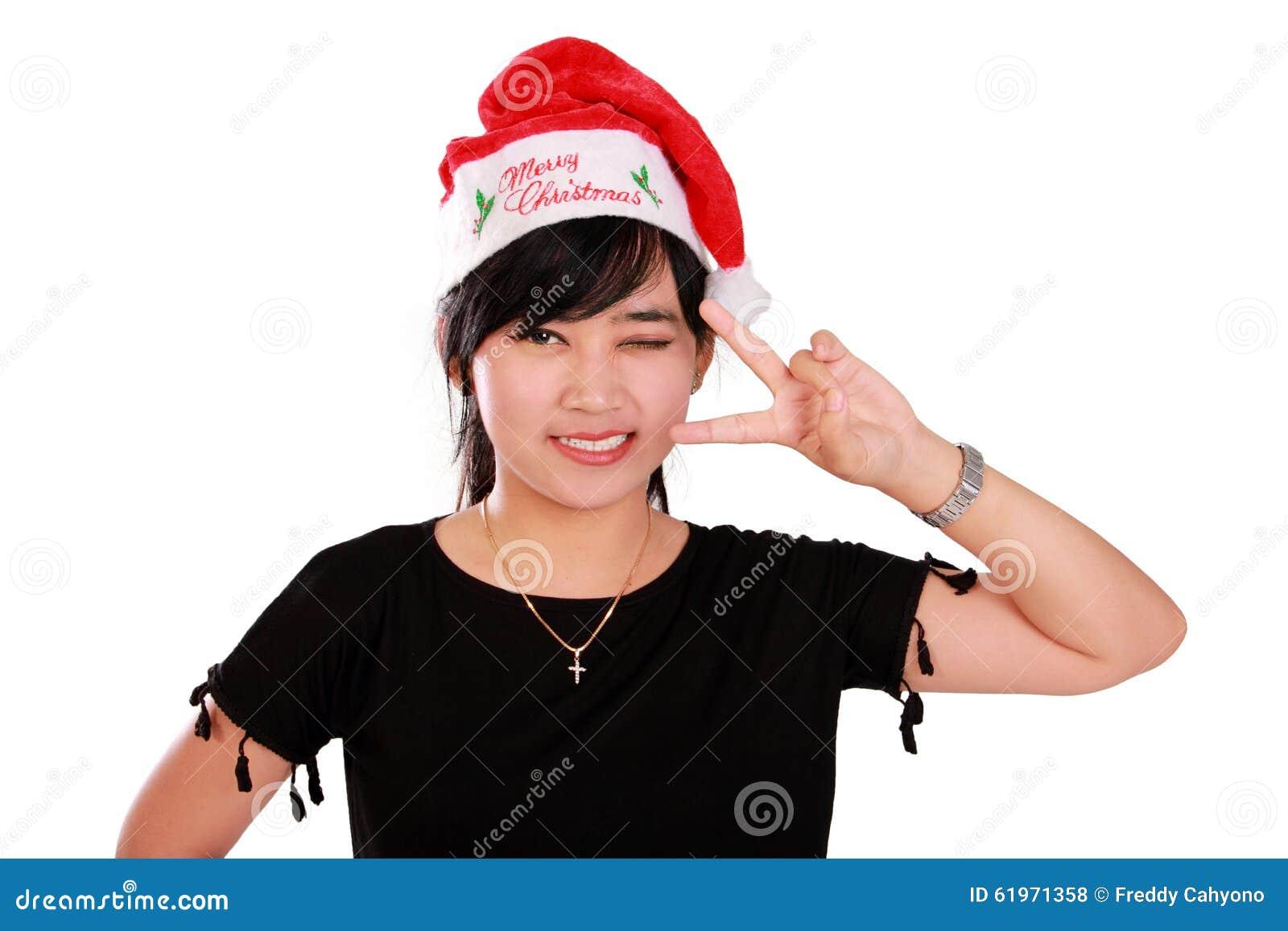 Pose mignonne de fille de Noël