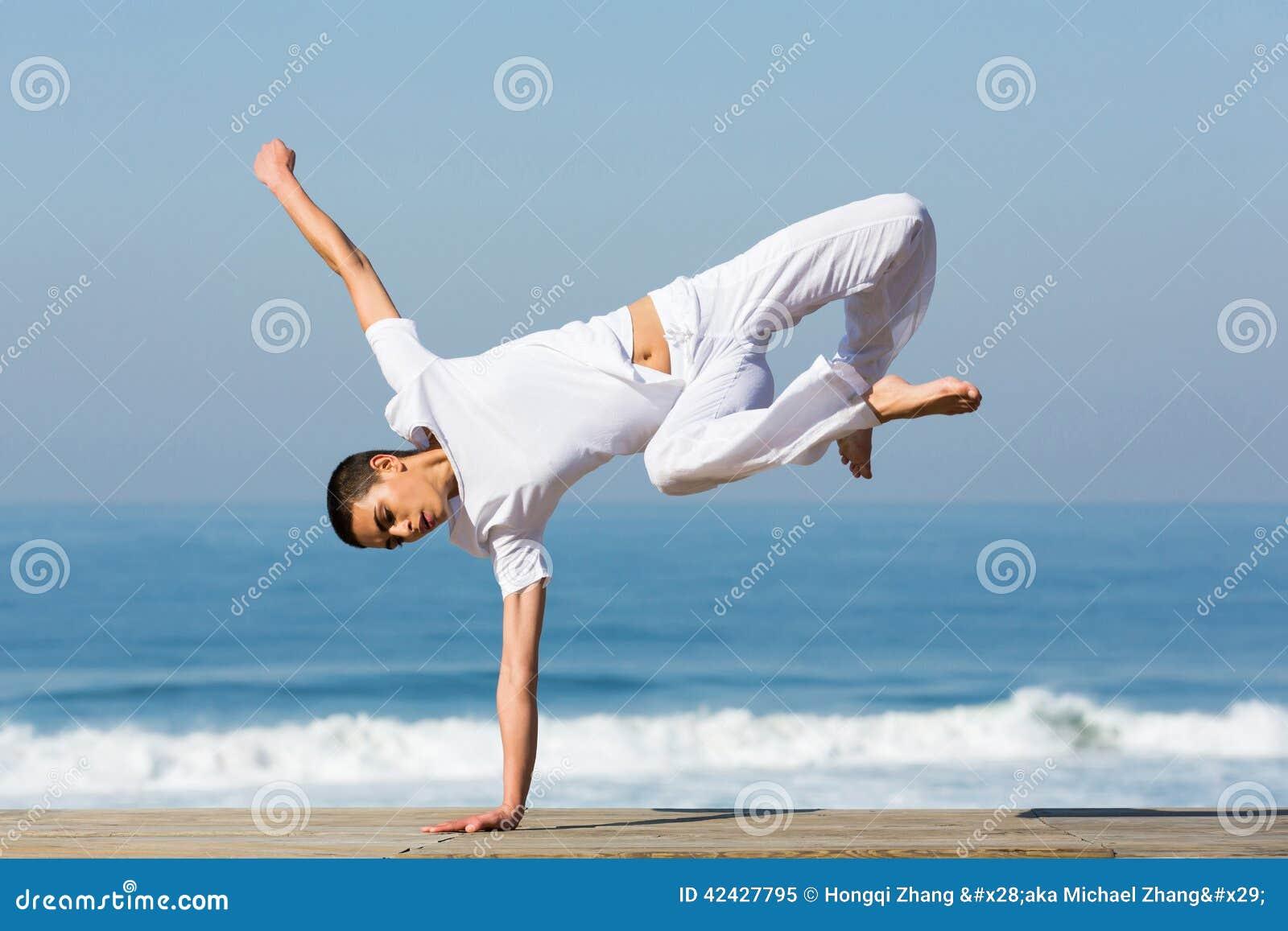 Posición del pino practicante del bailarín