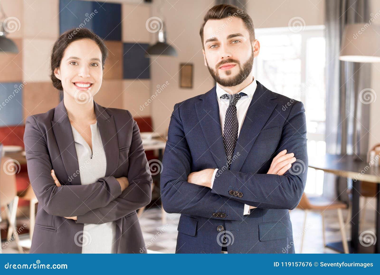 Positieve succesvolle multi-etnische partners