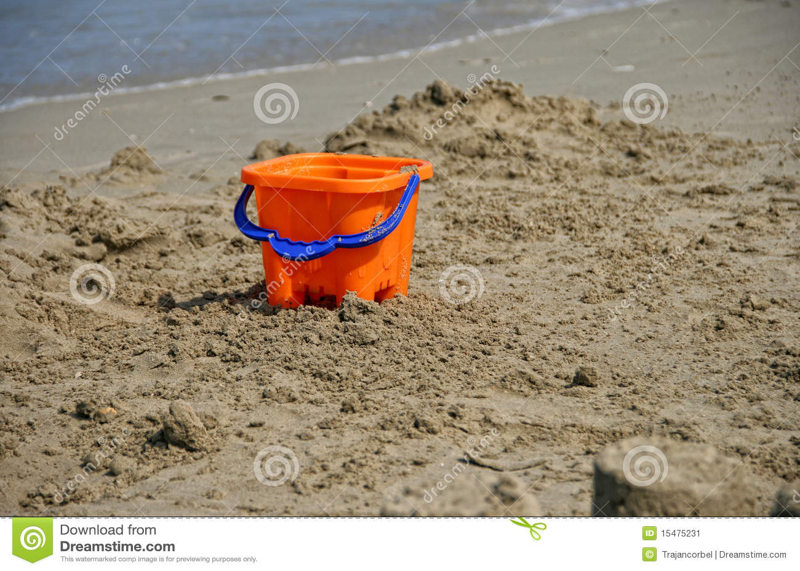 Position de jouet sur le sable