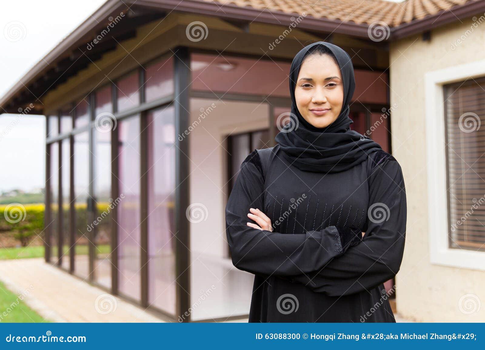 Download Position Du Moyen-Orient De Femme Photo stock - Image du adulte, islam: 63088300