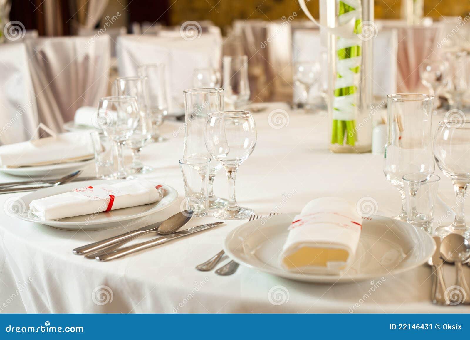 positionnement blanc de table de mariage image stock image du c l bration vaisselle 22146431. Black Bedroom Furniture Sets. Home Design Ideas