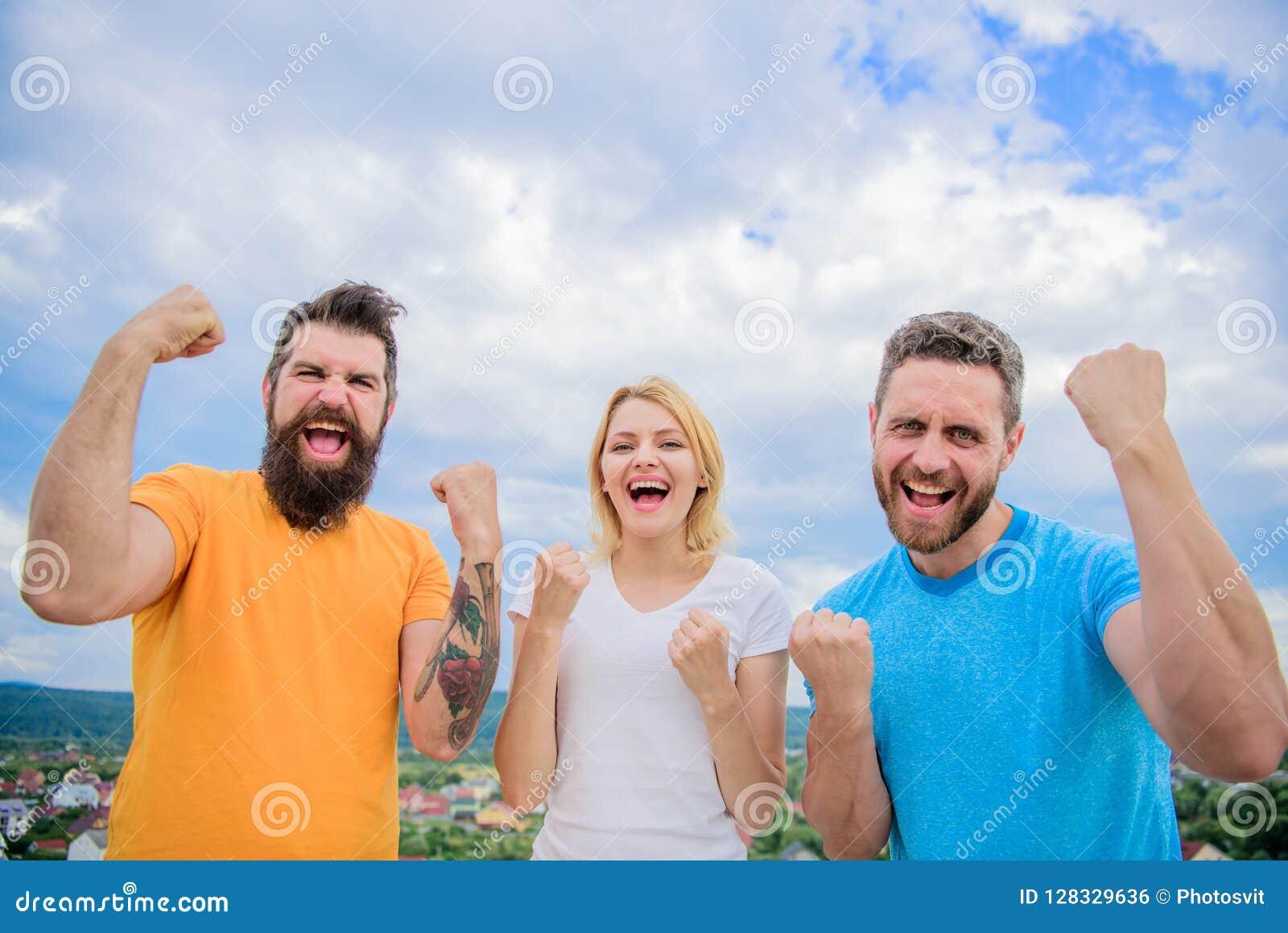 Possiamo farli Celebri il successo Modi costruire riuscito gruppo Supporto di trio soddisfatto dei pugni alzati Comportamenti di