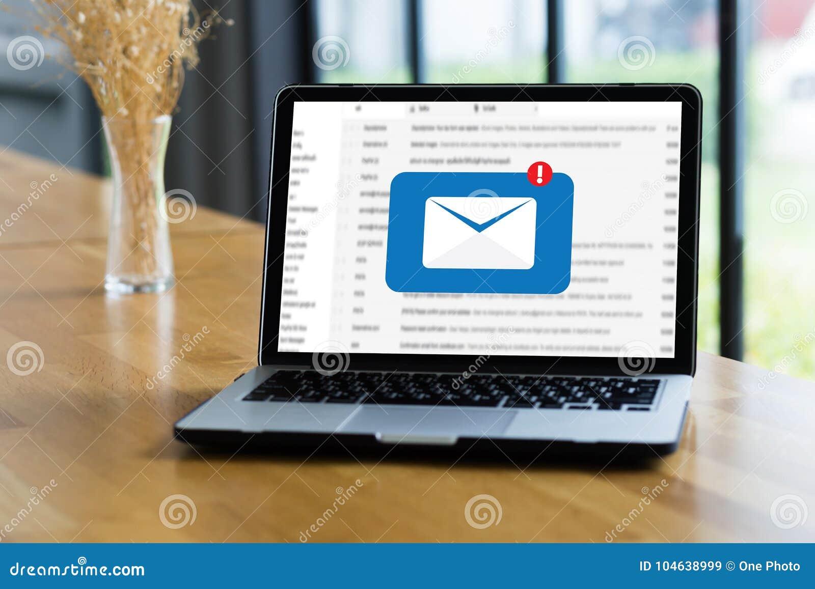 Download Post Communicatie Verbindingsbericht Aan De Post Van Contactentelefoon Stock Illustratie - Illustratie bestaande uit meisje, post: 104638999