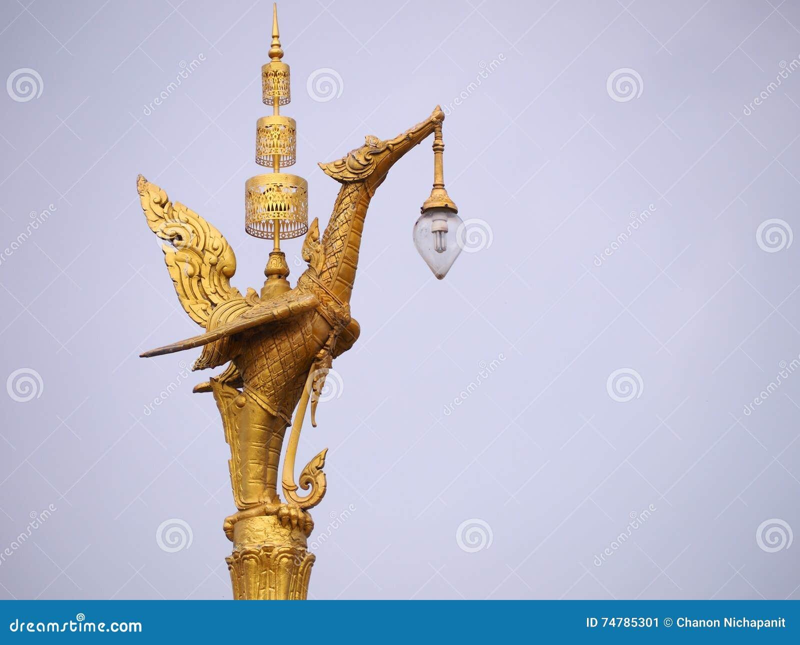 Posta dorata della lampada del cigno