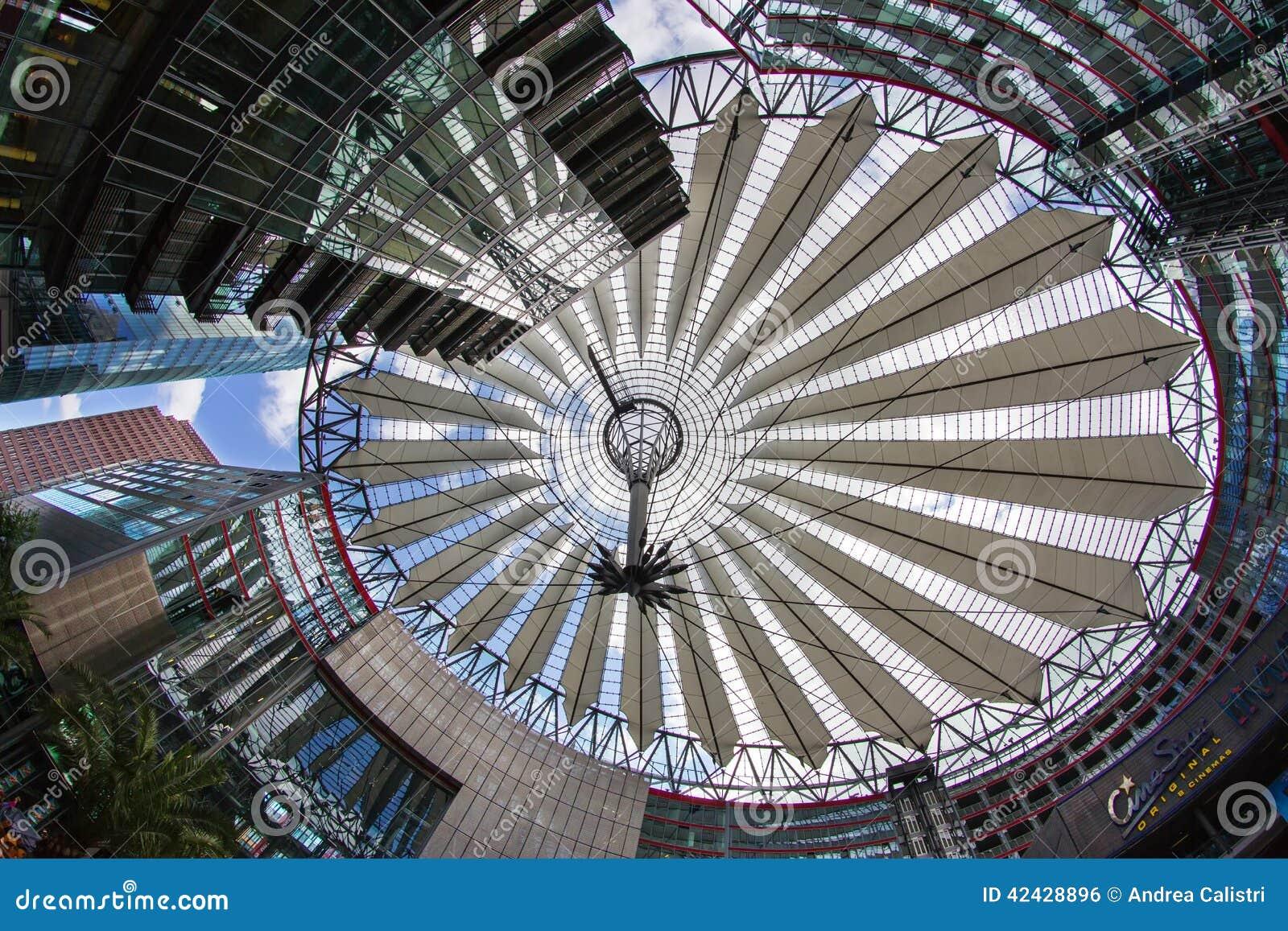 Postamer Platz en Berlín, Alemania