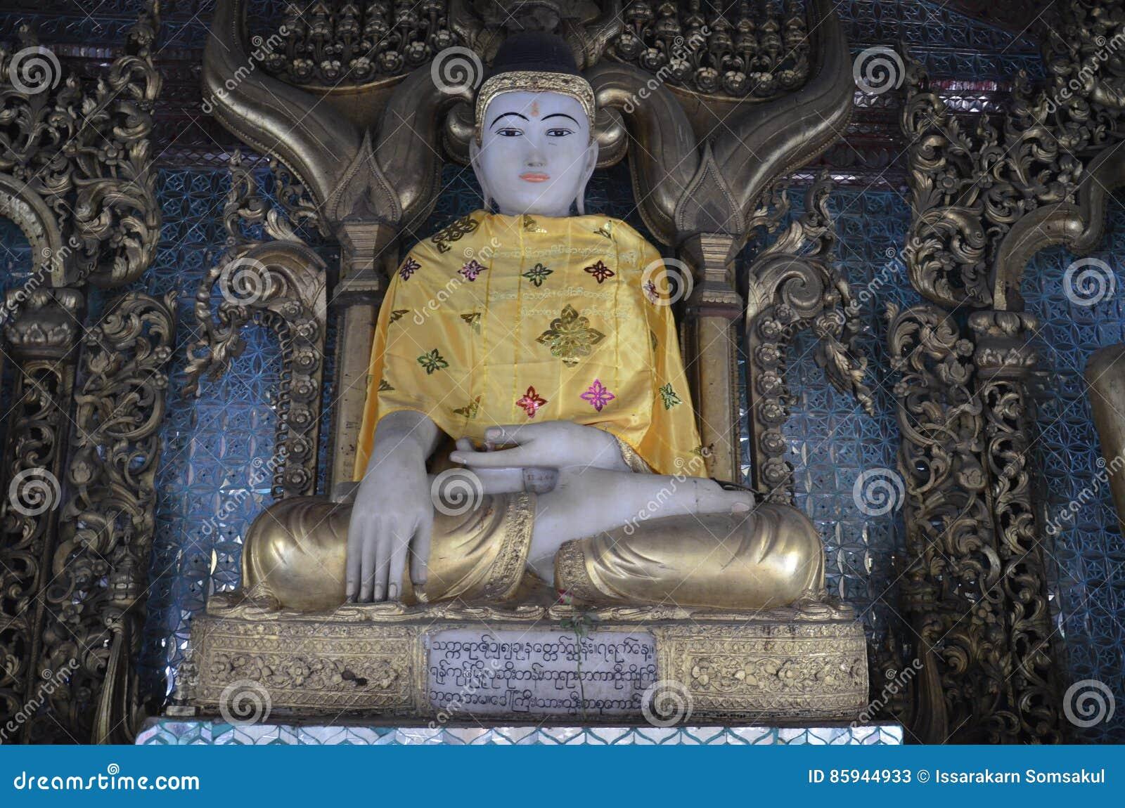 Postawa Buddha przycisza Mara