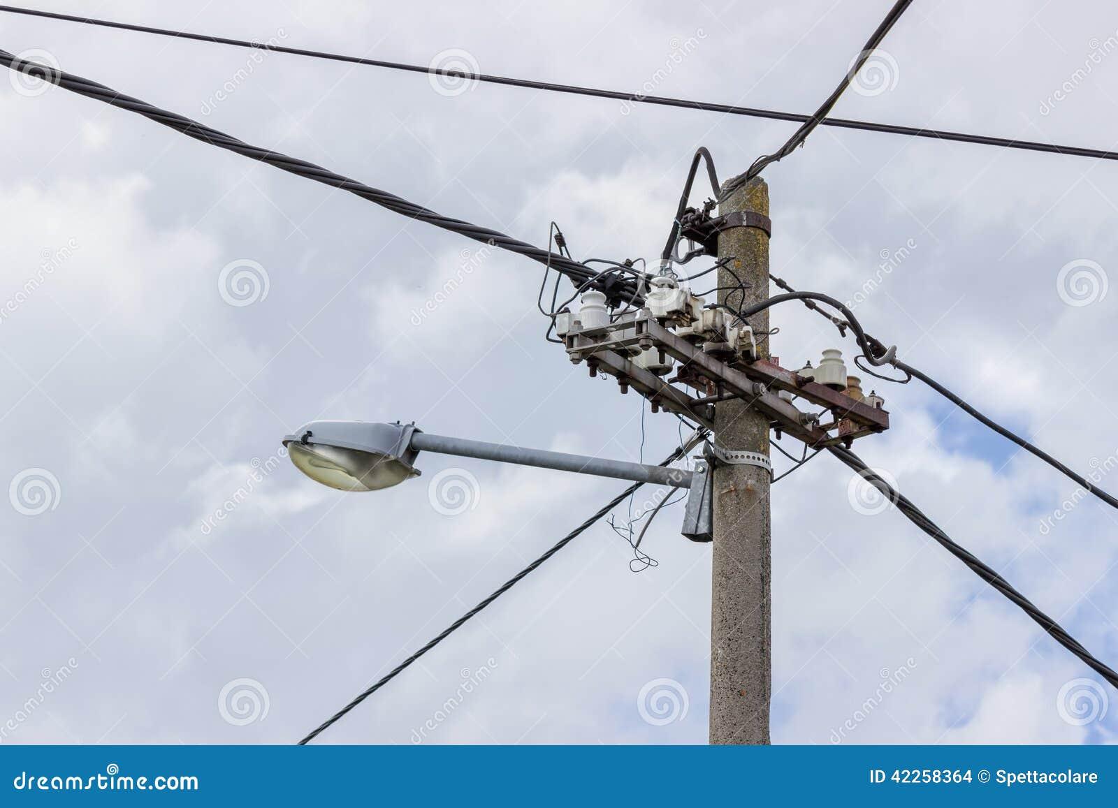 Poste Eléctrico Concreto Con La Lámpara De Calle Foto de ...