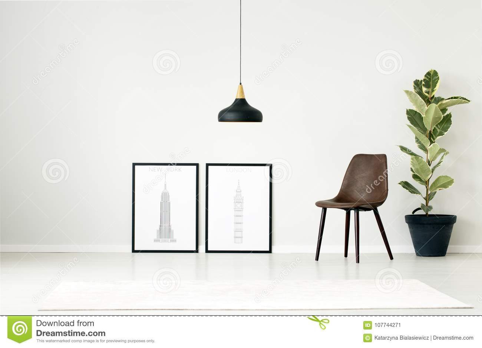 Poster Im Einfachen Wohnzimmer Stockbild - Bild von stuhl, halle ...