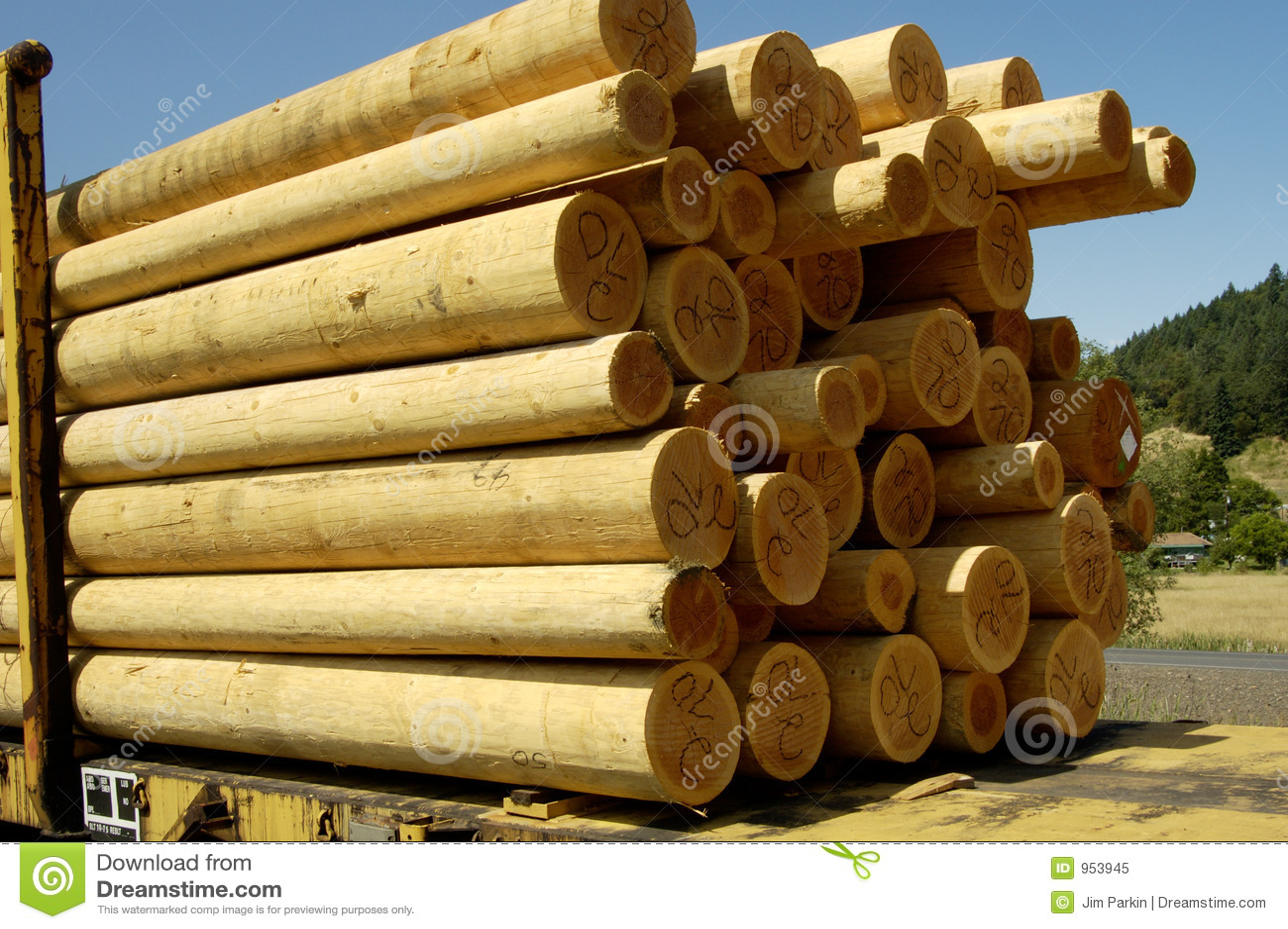 Postes de madera 2 imagen de archivo imagen de molino - Postes de madera ...