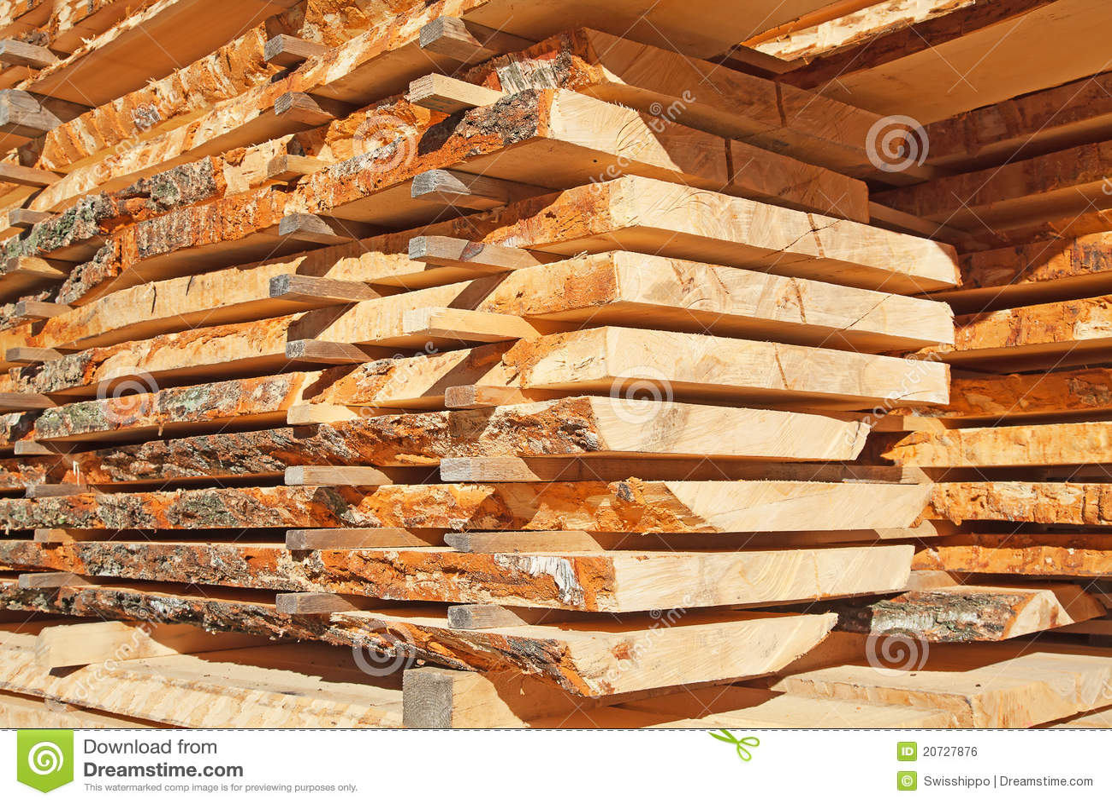 Postes de madera frescos imagen de archivo libre de - Postes de madera ...