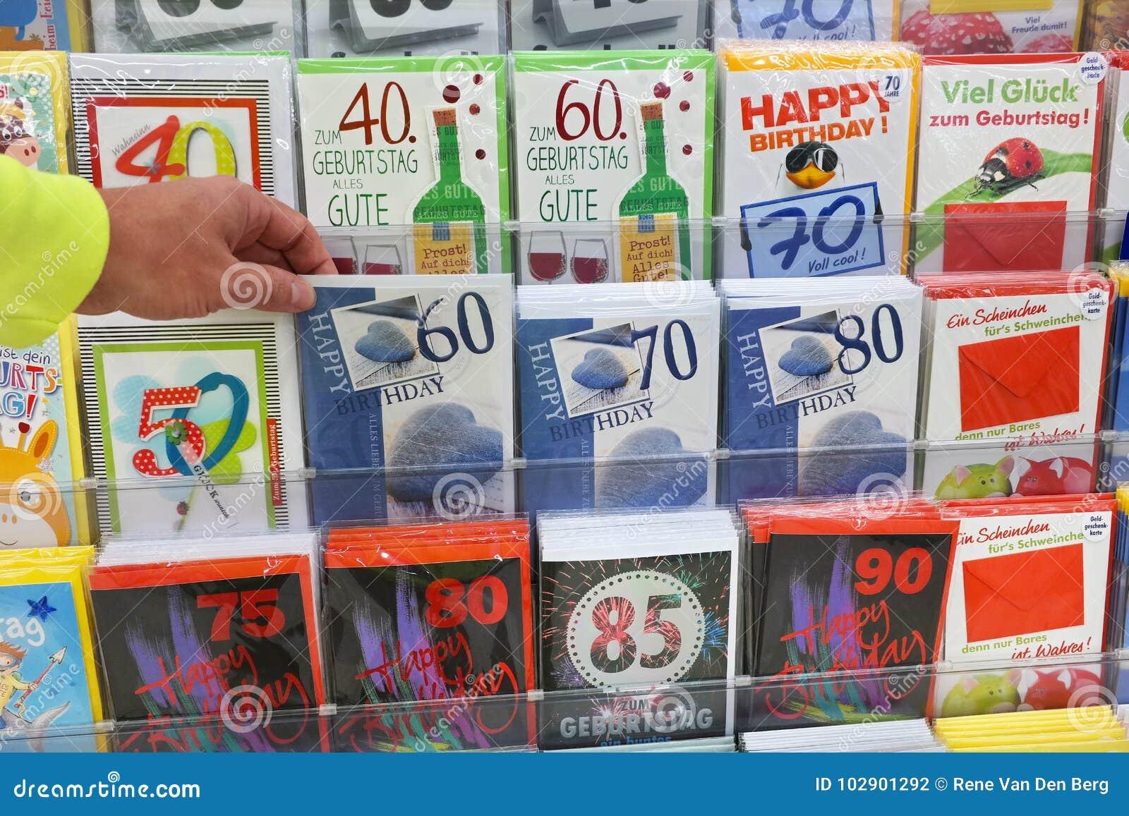 Postkarten in einem Supermarkt
