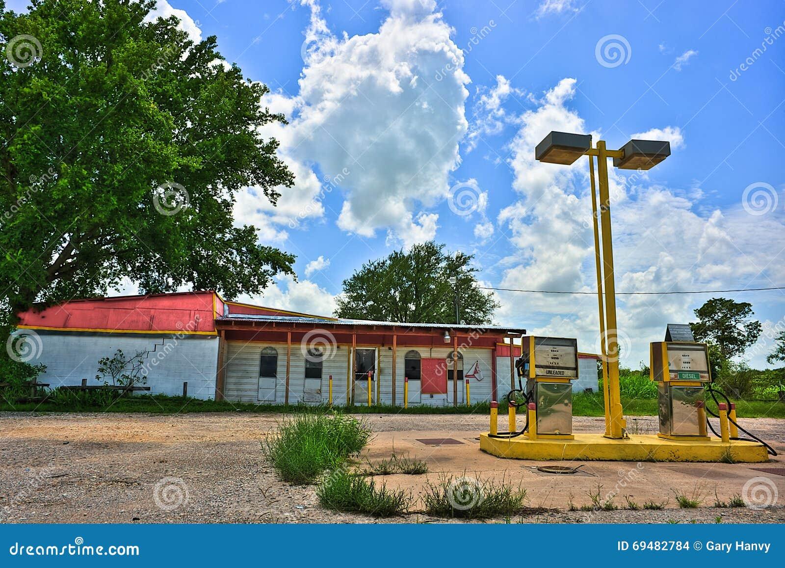 Posto de gasolina rural abandonado perto de Elgin Texas