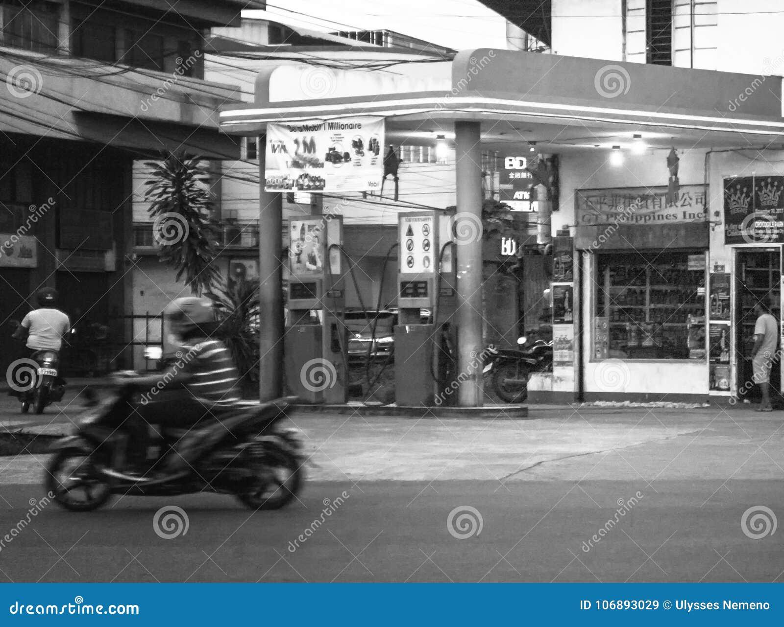 Posto de gasolina velho na rua de Guerrero - Monteverde na cidade de davao, Filipinas