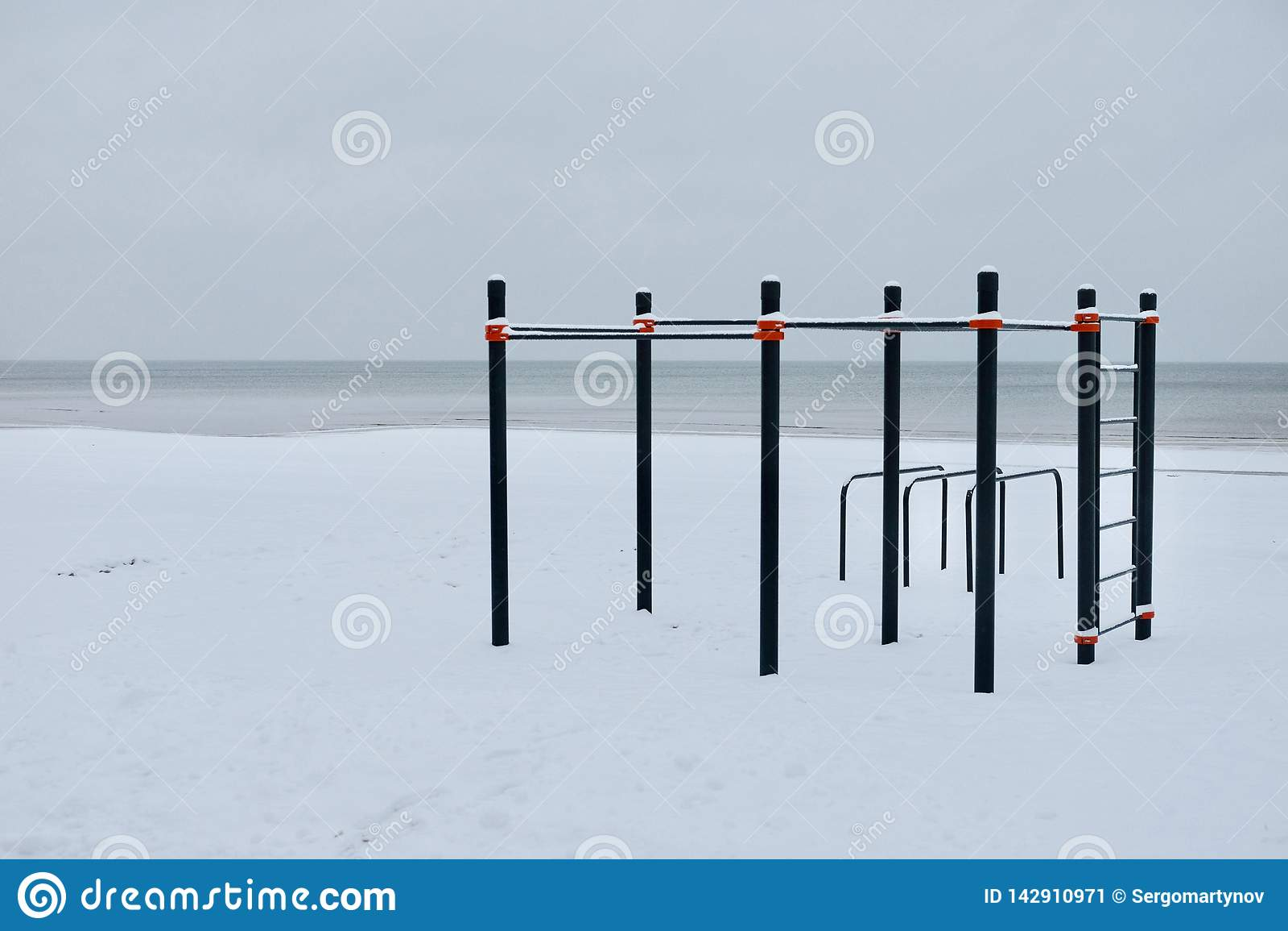 Posto di allenamento nell inverno sulla spiaggia