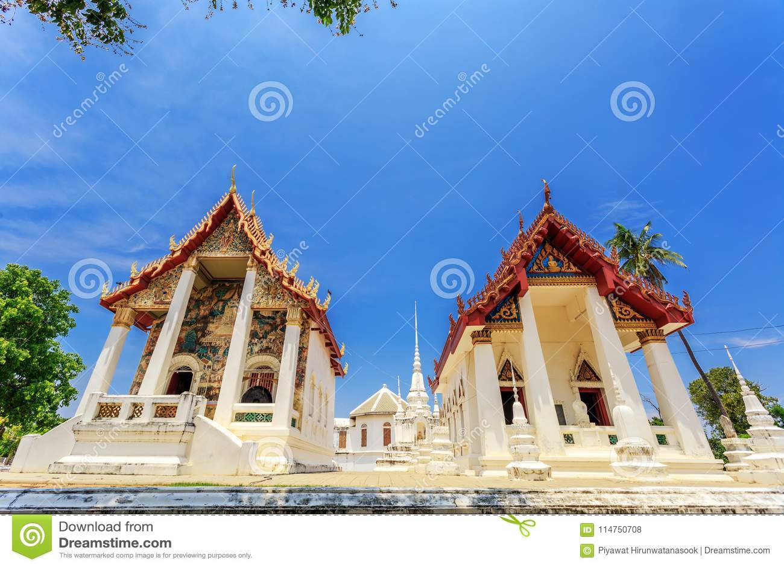 Posto storico, Wat Ubosatharam Il tempio alloggia molti manufatti quali i murali della parete che rappresentano lo stile di Ratta
