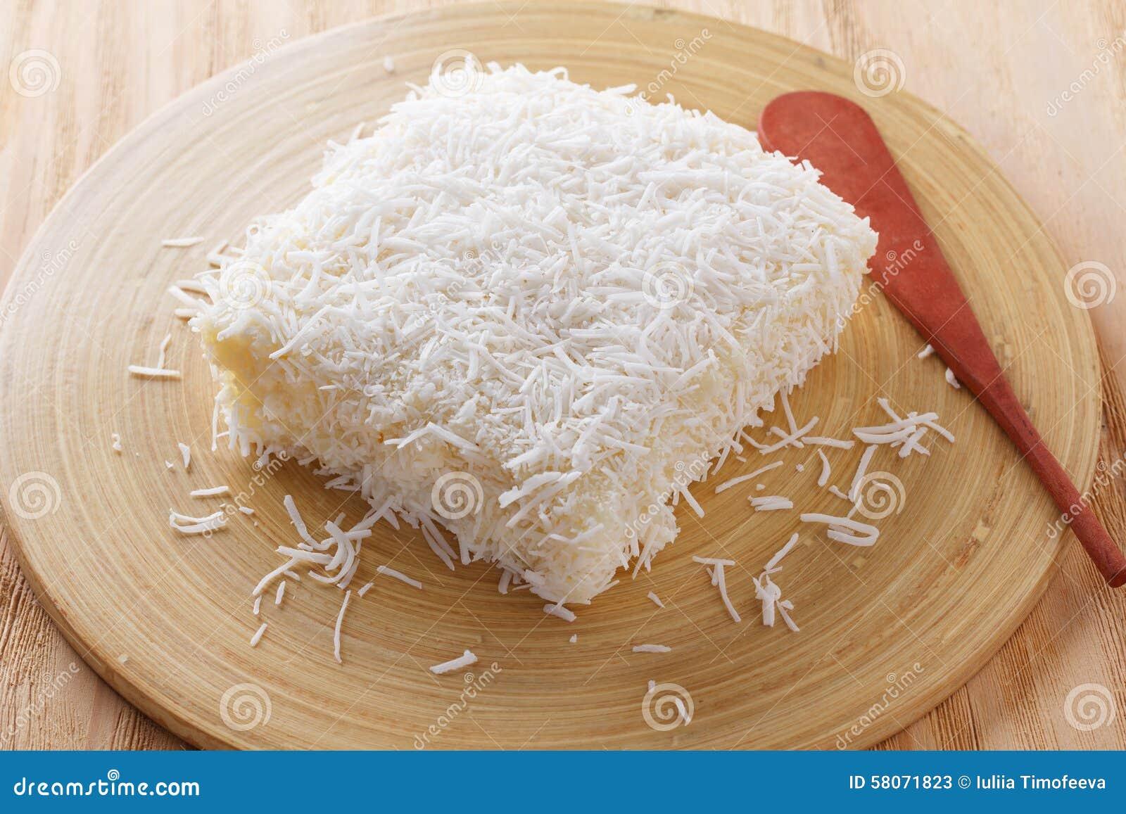 Postre brasileño: pudín dulce del cuscús (tapioca) (doce del cuscuz