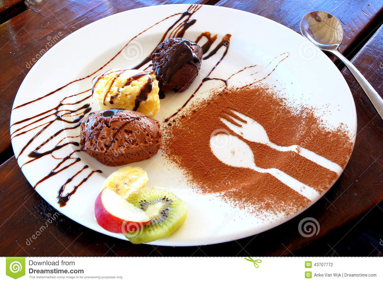 Postre del mousse de chocolate