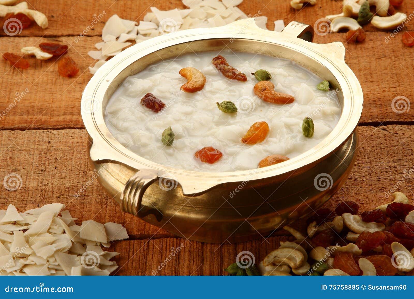 Postre delicioso del payasam-a superior de la vista-Palada hecho con el arroz, leche azúcar y frutas secas