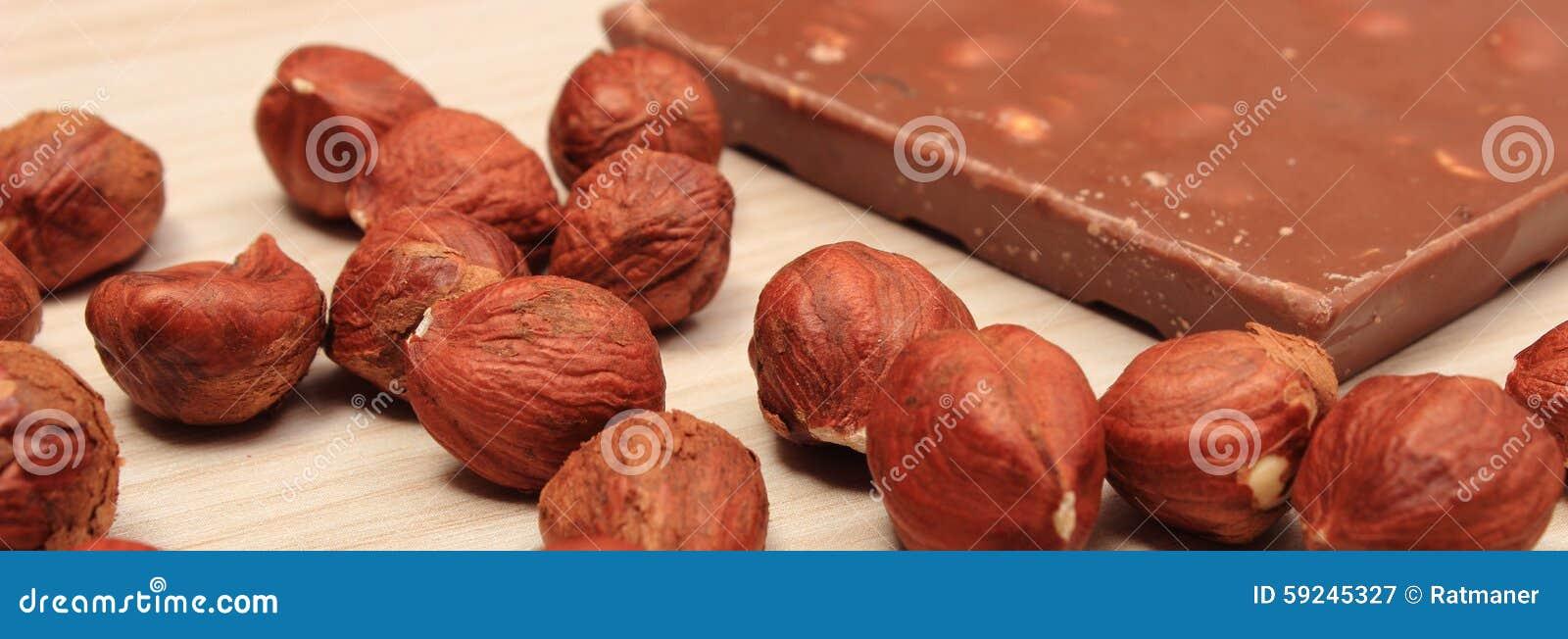 Postre nutritivo del chocolate y del dulce de las avellanas