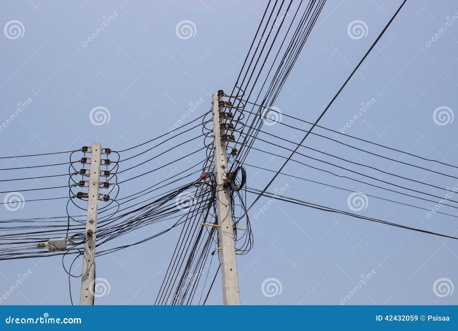 Posts de alto voltaje de la electricidad