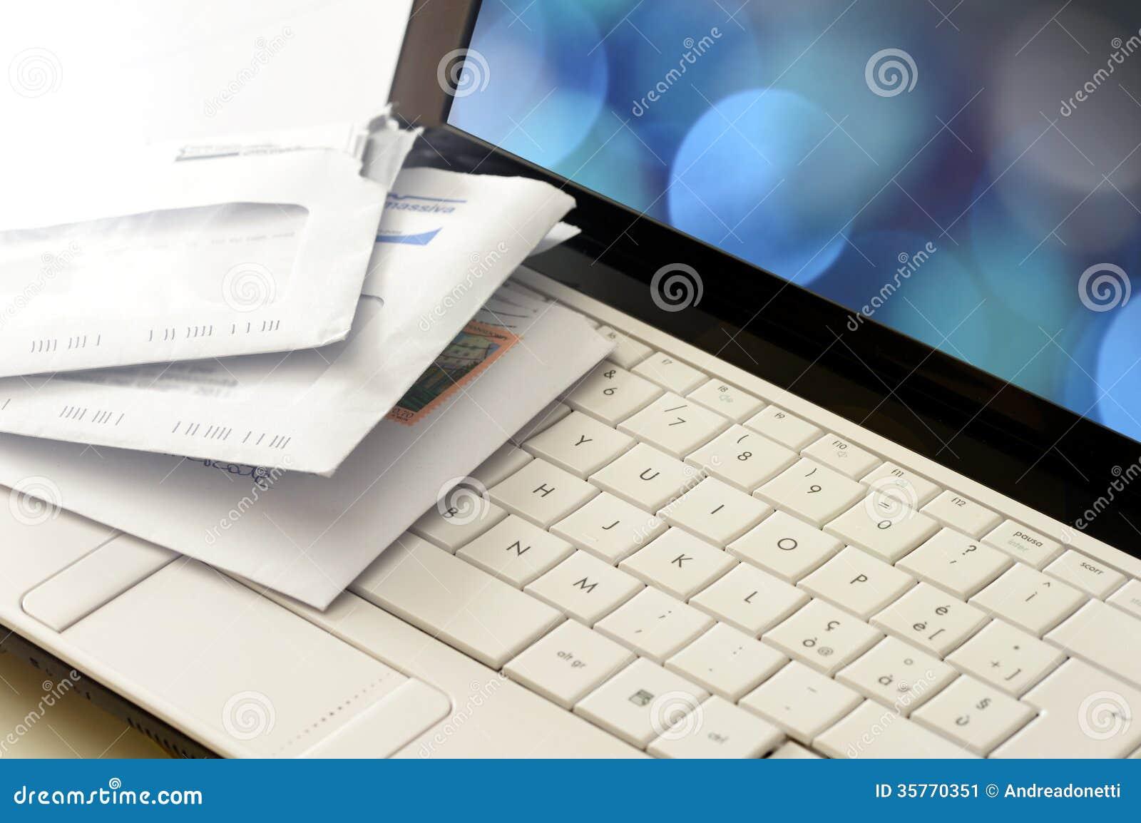 Posts del snail mail en un teclado de ordenador