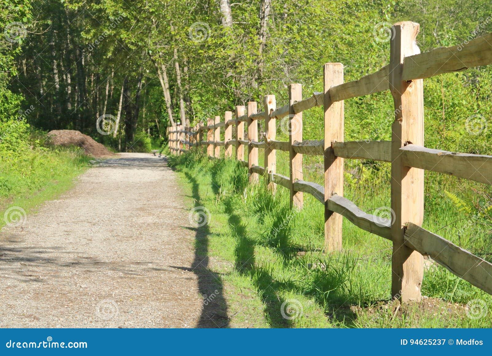 Picture of: Posts Y Haz Cedar Fence Imagen De Archivo Imagen De Cerca 94625237