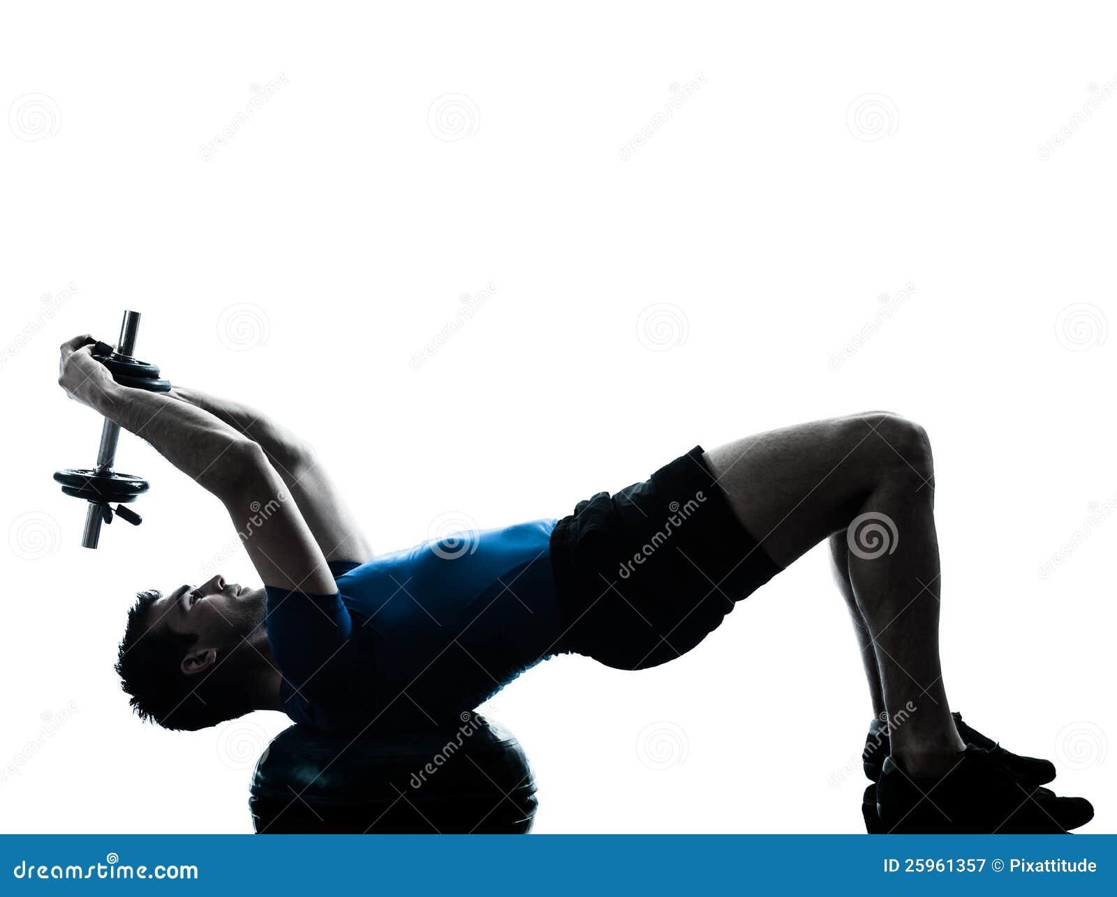 Postura de la aptitud del entrenamiento del peso de ejercicio del hombre