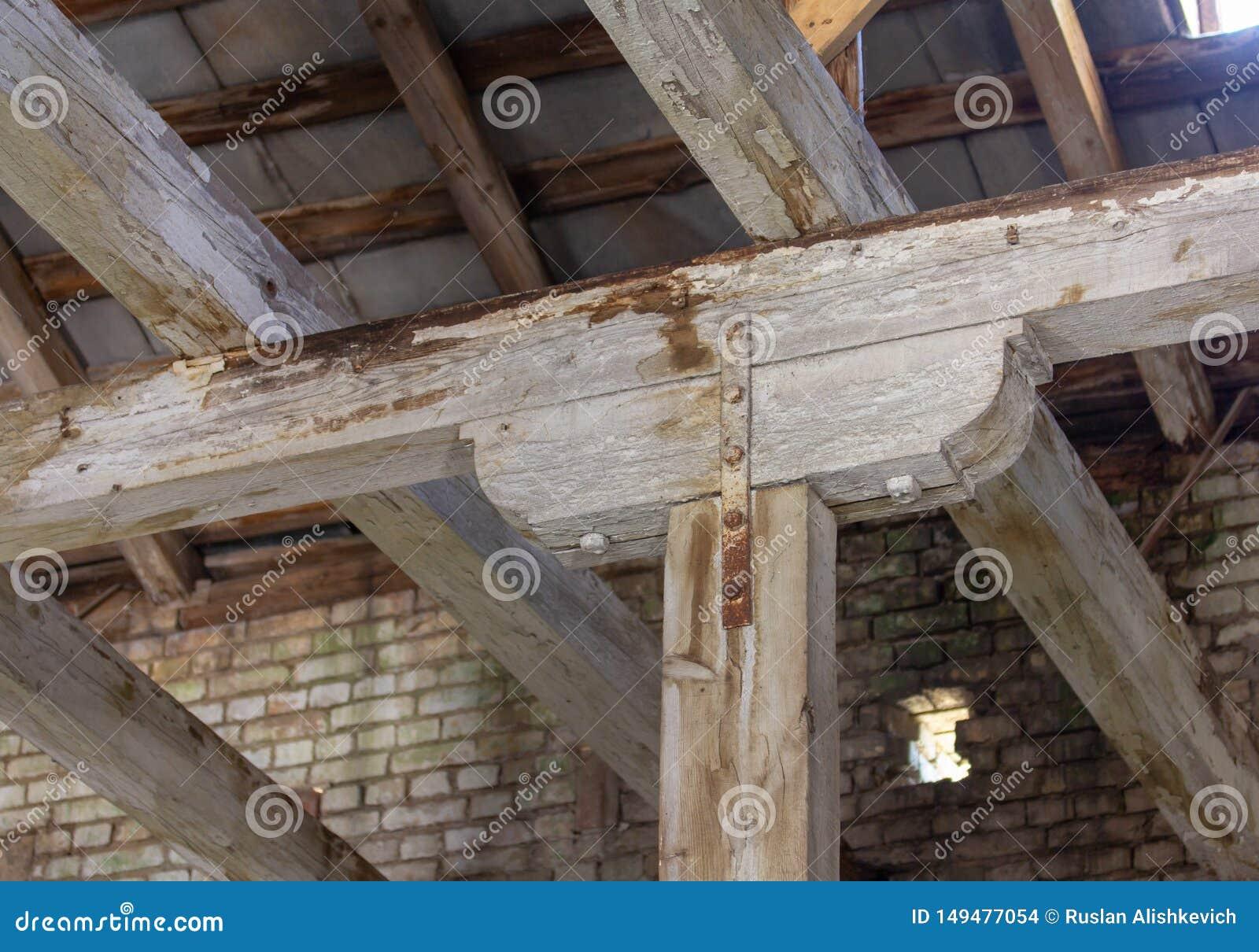 Pot??ny drewniany stojak