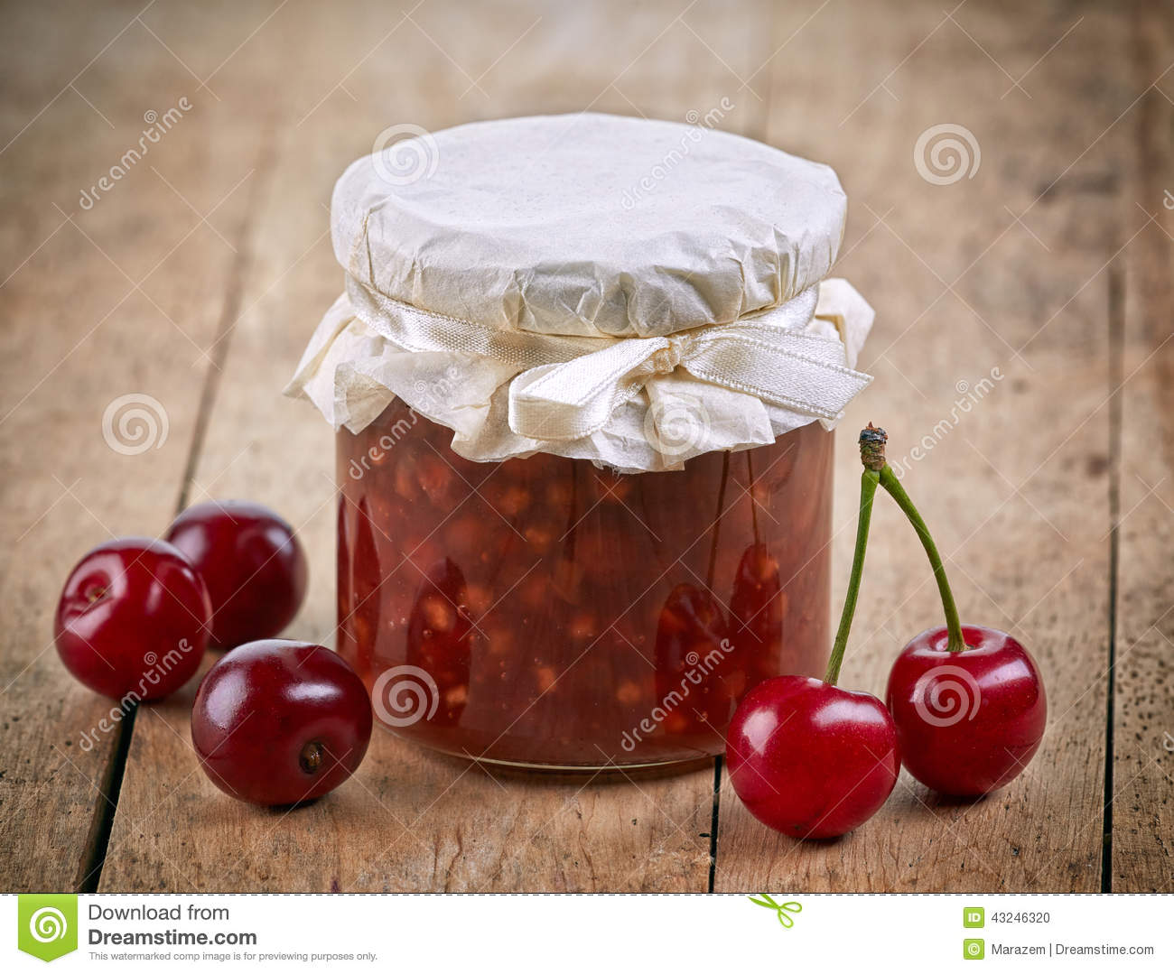 pot de confiture de fruit et de cerise photo stock image du bande orientation 43246320. Black Bedroom Furniture Sets. Home Design Ideas