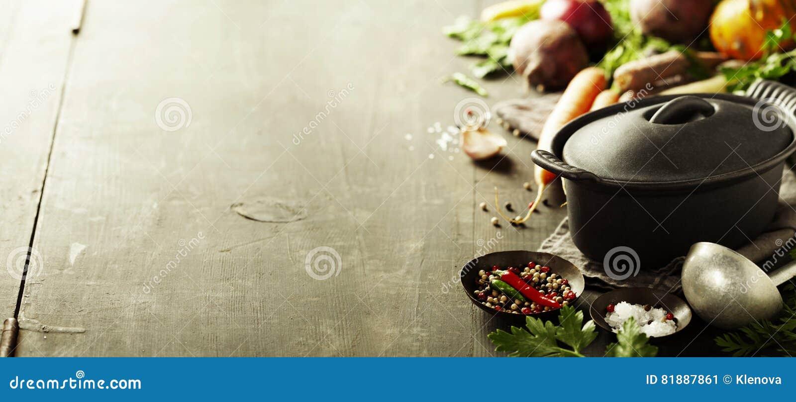 Pot et légumes de fonte