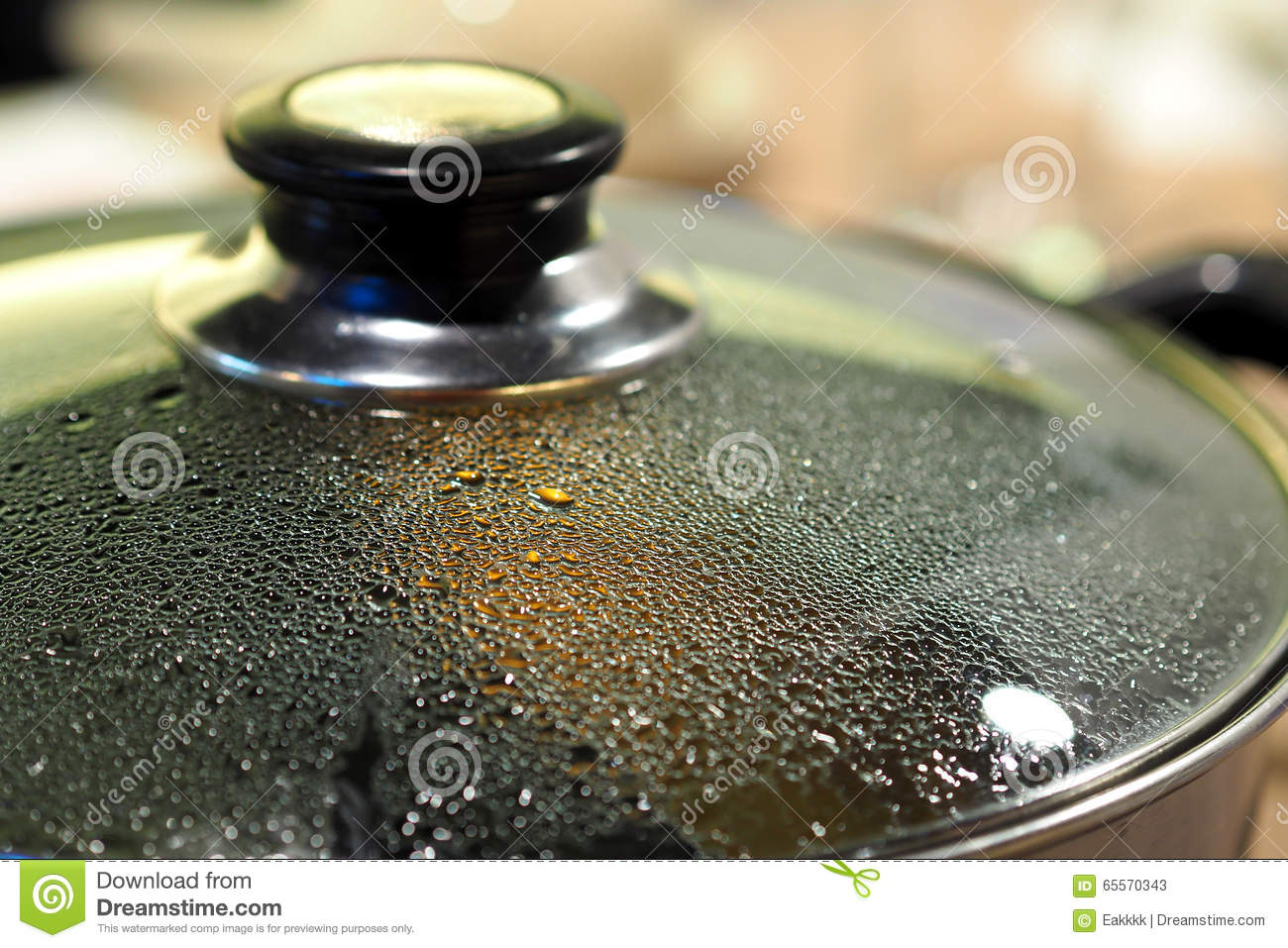Pot with glass lid closeup to see water steam drops stock for Tapa de water