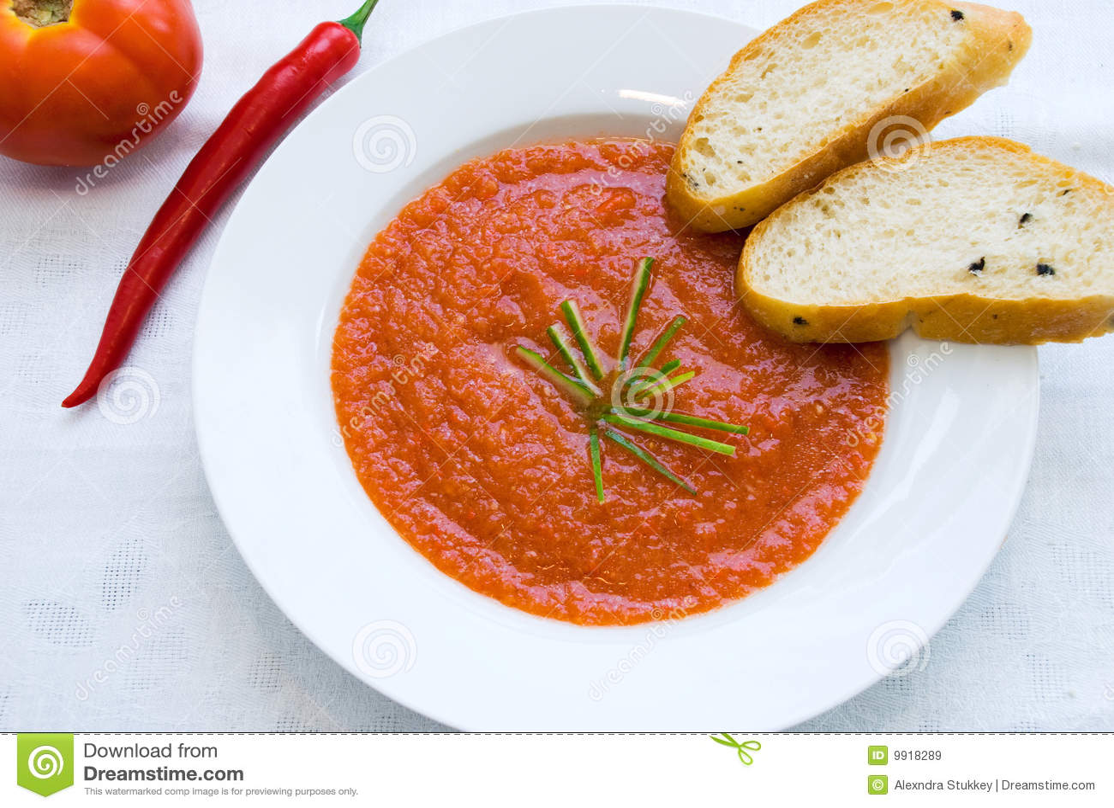 potage espagnol de tomate image stock image du assiette 9918289. Black Bedroom Furniture Sets. Home Design Ideas