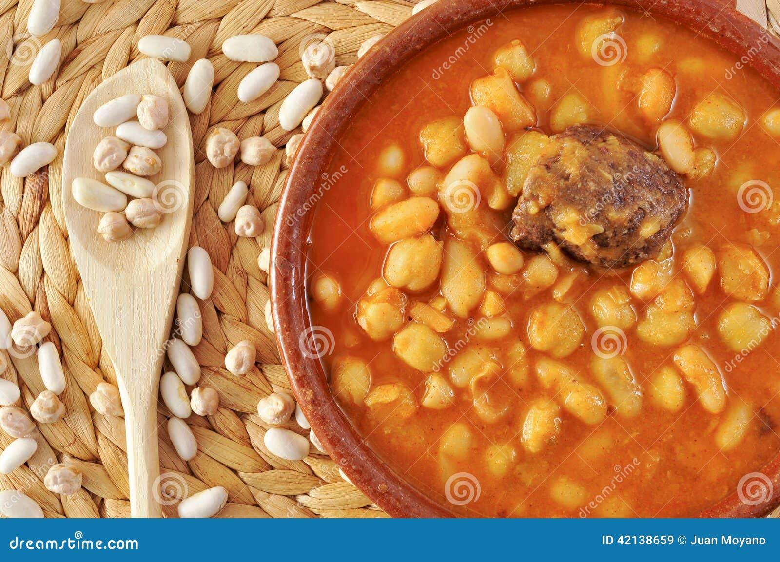 Potaje de judias y garbanzos a traditional spanish legume - Potaje de garbanzos y judias ...