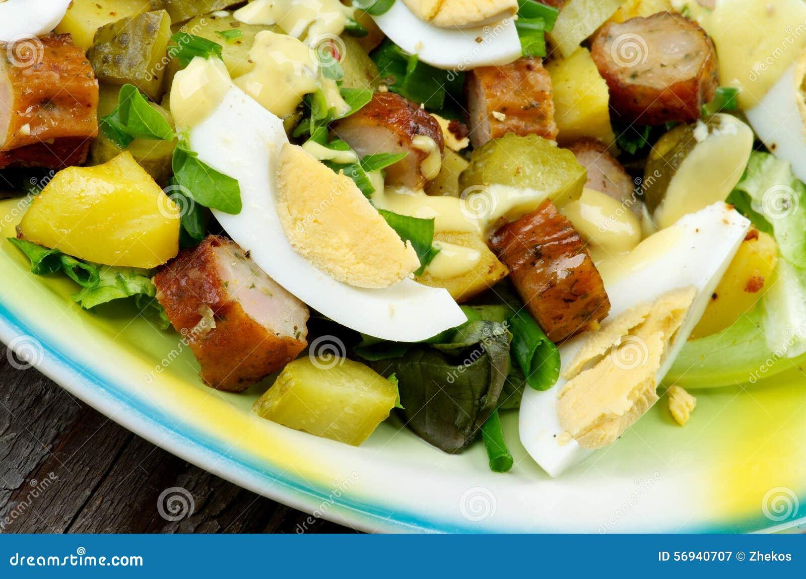 korvsallad med potatis