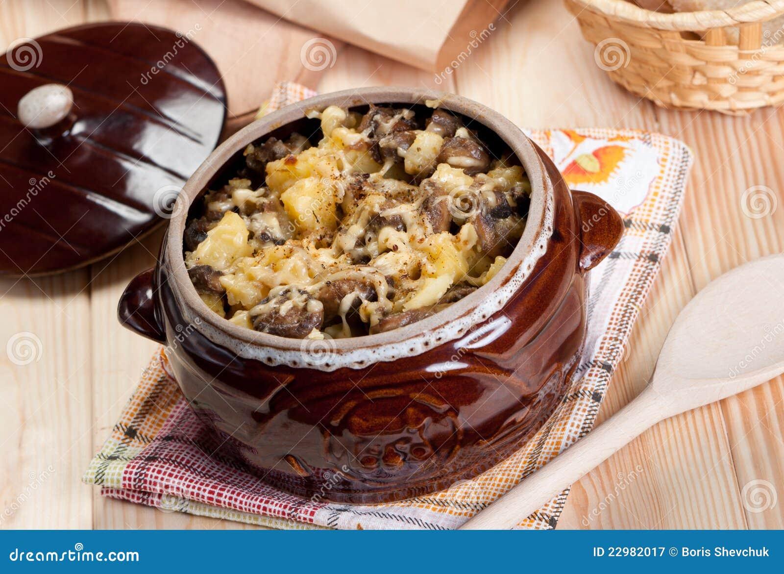 Рецепт картошки с шампиньонами в горшочке