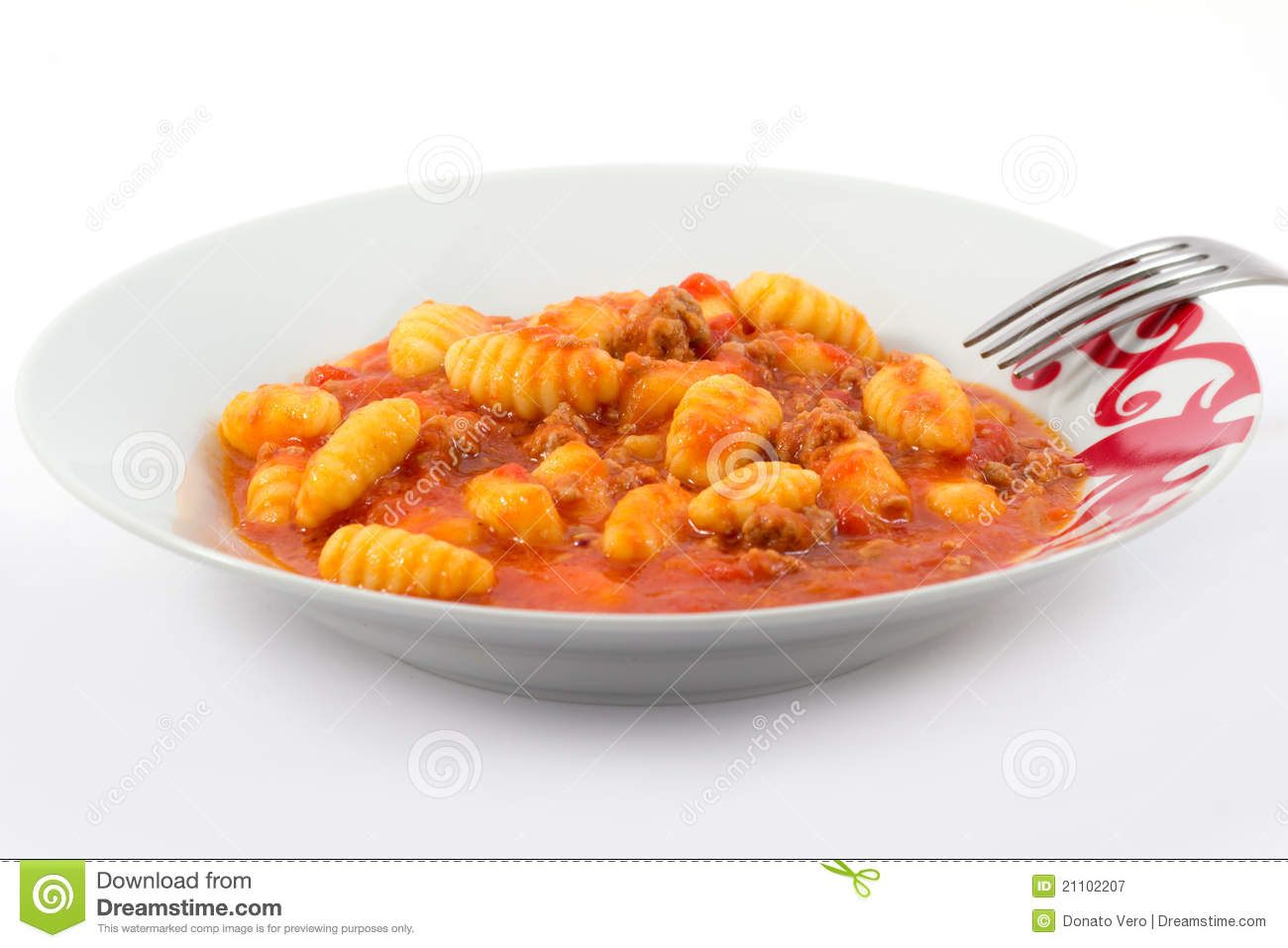Potato gnocchi with tomato sauce with minced meat.