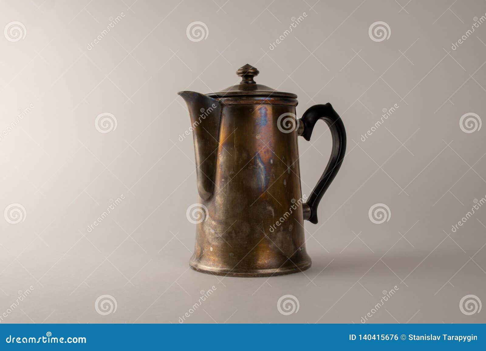 Pote de cobre amarillo viejo del café, una foto de un pote del café del vintage