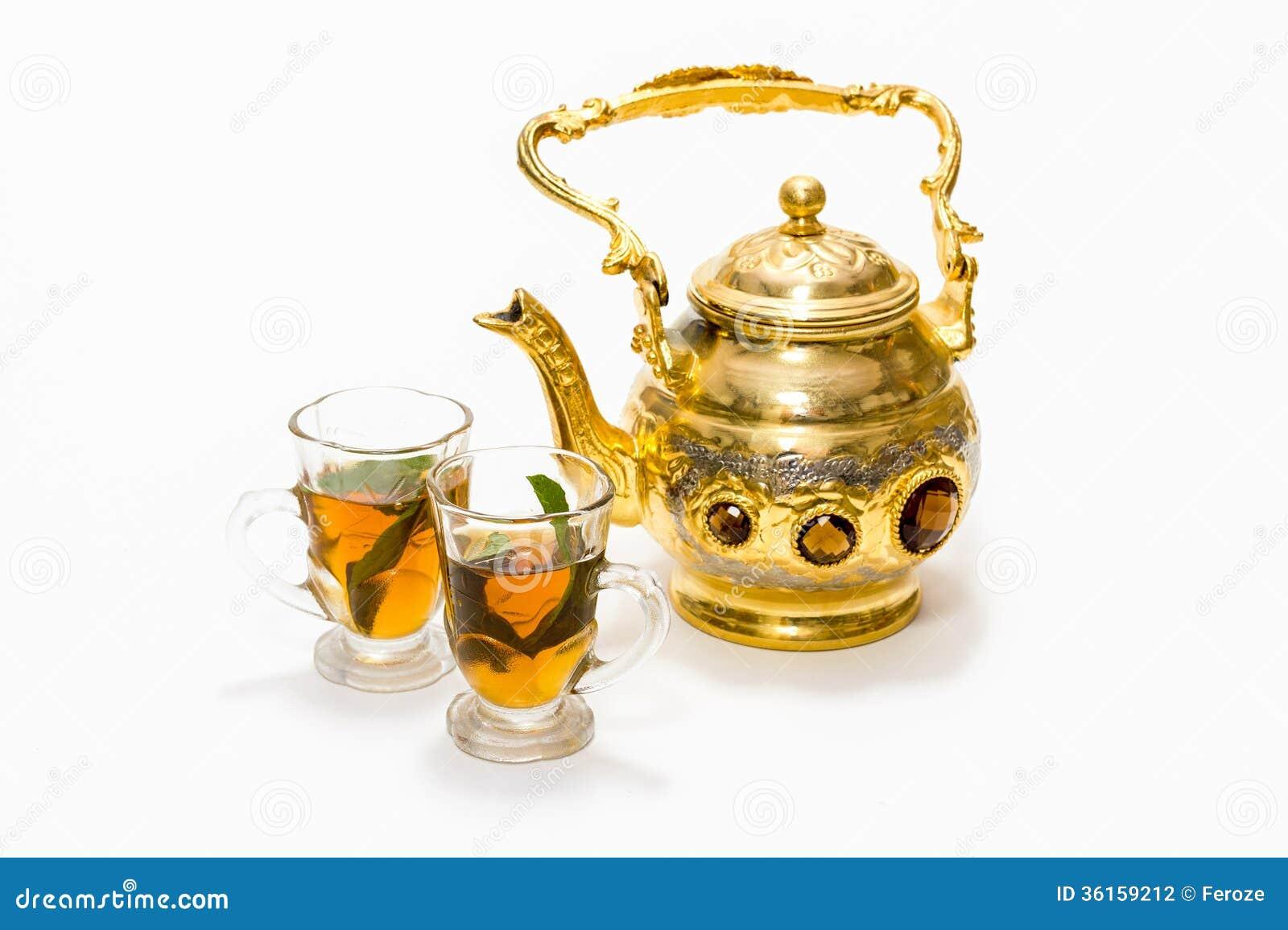 Pote y vidrios árabes del café
