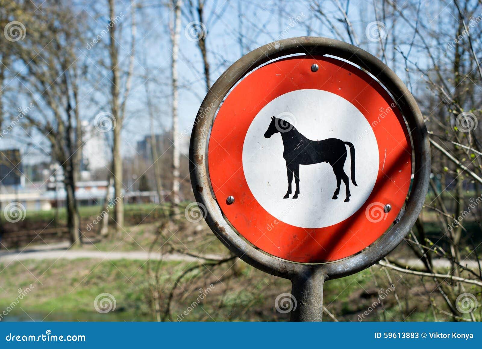 poteau de signalisation aucune entr e avec le cheval image stock image du avertissement. Black Bedroom Furniture Sets. Home Design Ideas