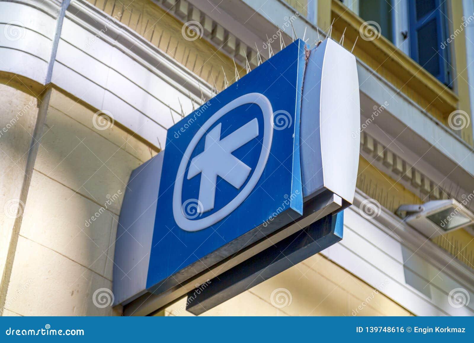Poteau indicateur d Alpha Bank grecque à Athènes, Grèce