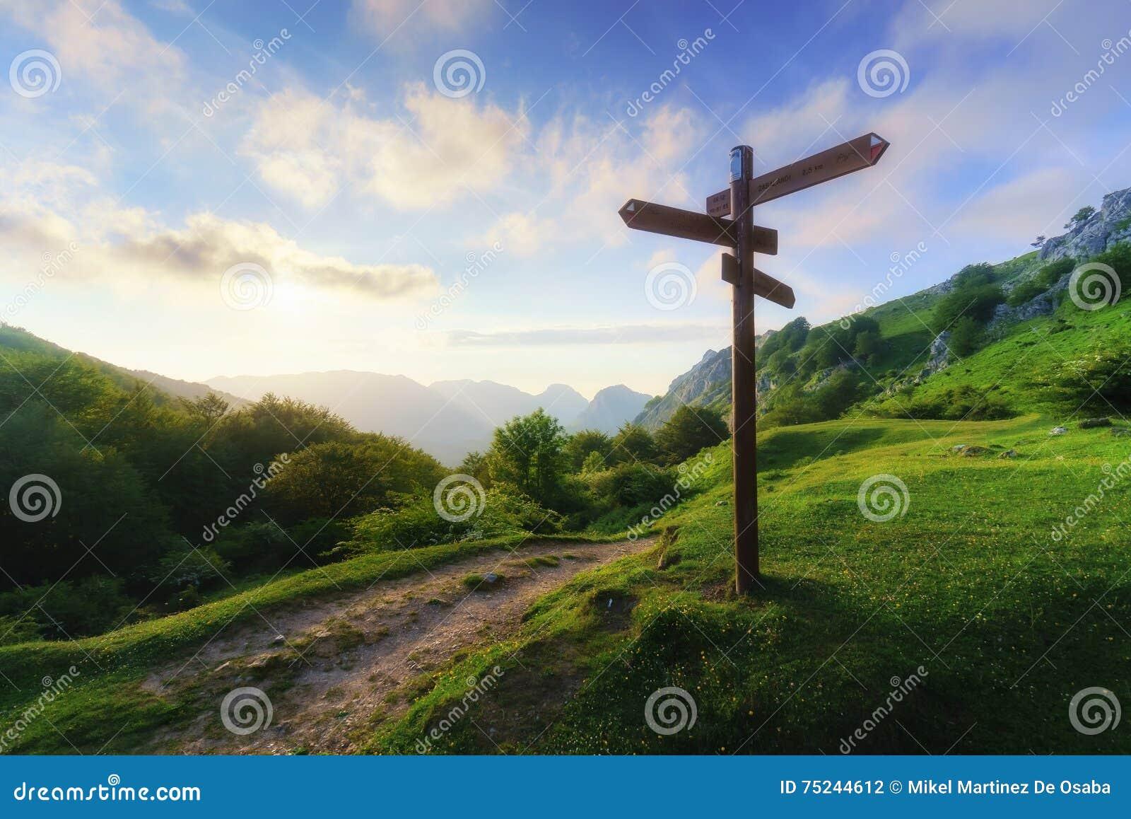 Poteau indicateur en montagne
