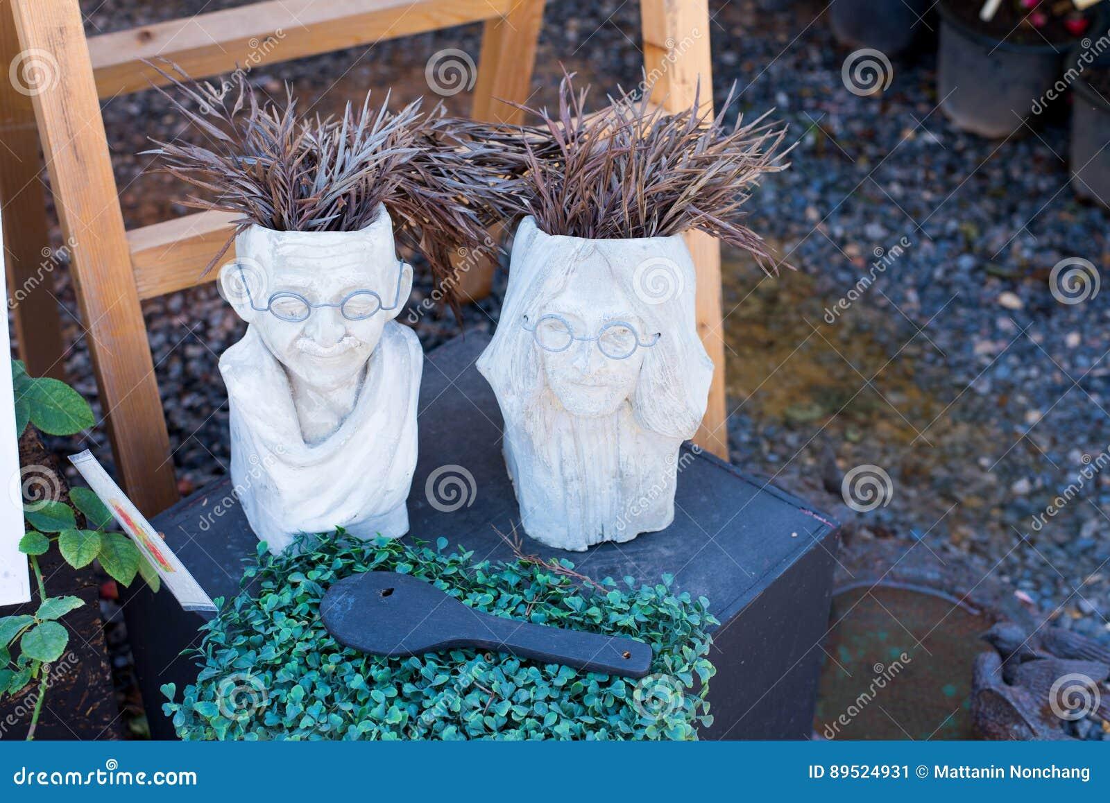 Potenciômetro da árvore da argila com rosto humano