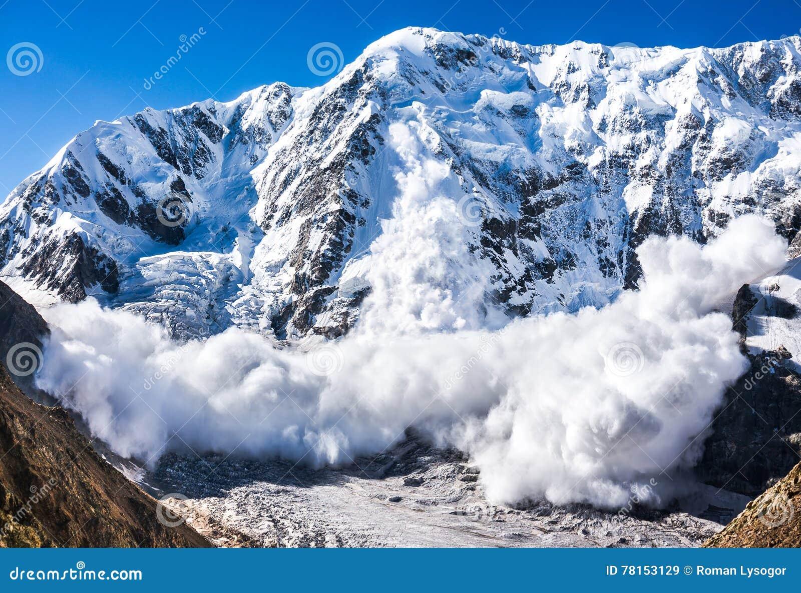 Potere della natura Valanga nel Caucaso