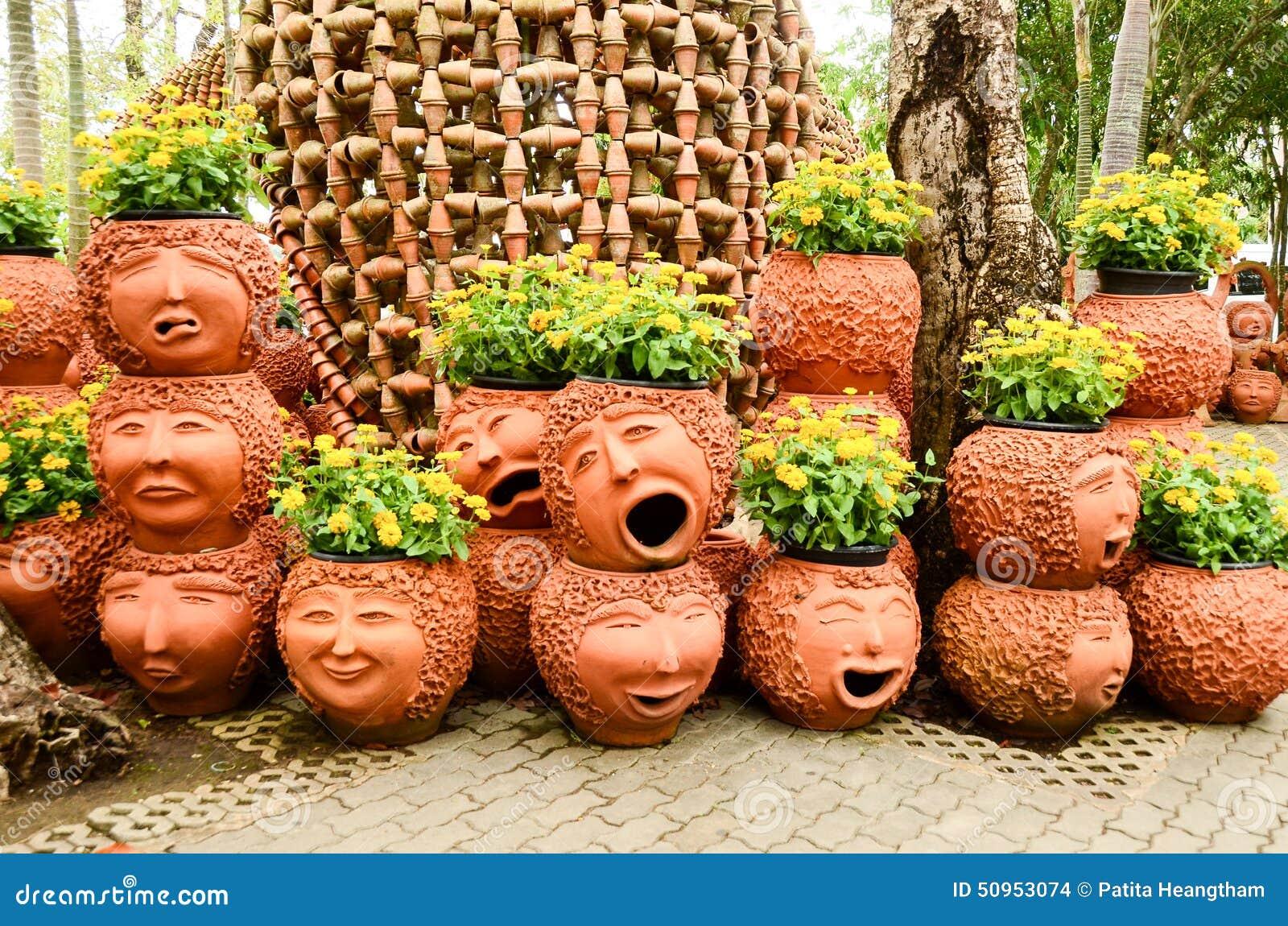 Poterie de terre de visage photo stock image 50953074 - Poterie terre cuite jardin ...