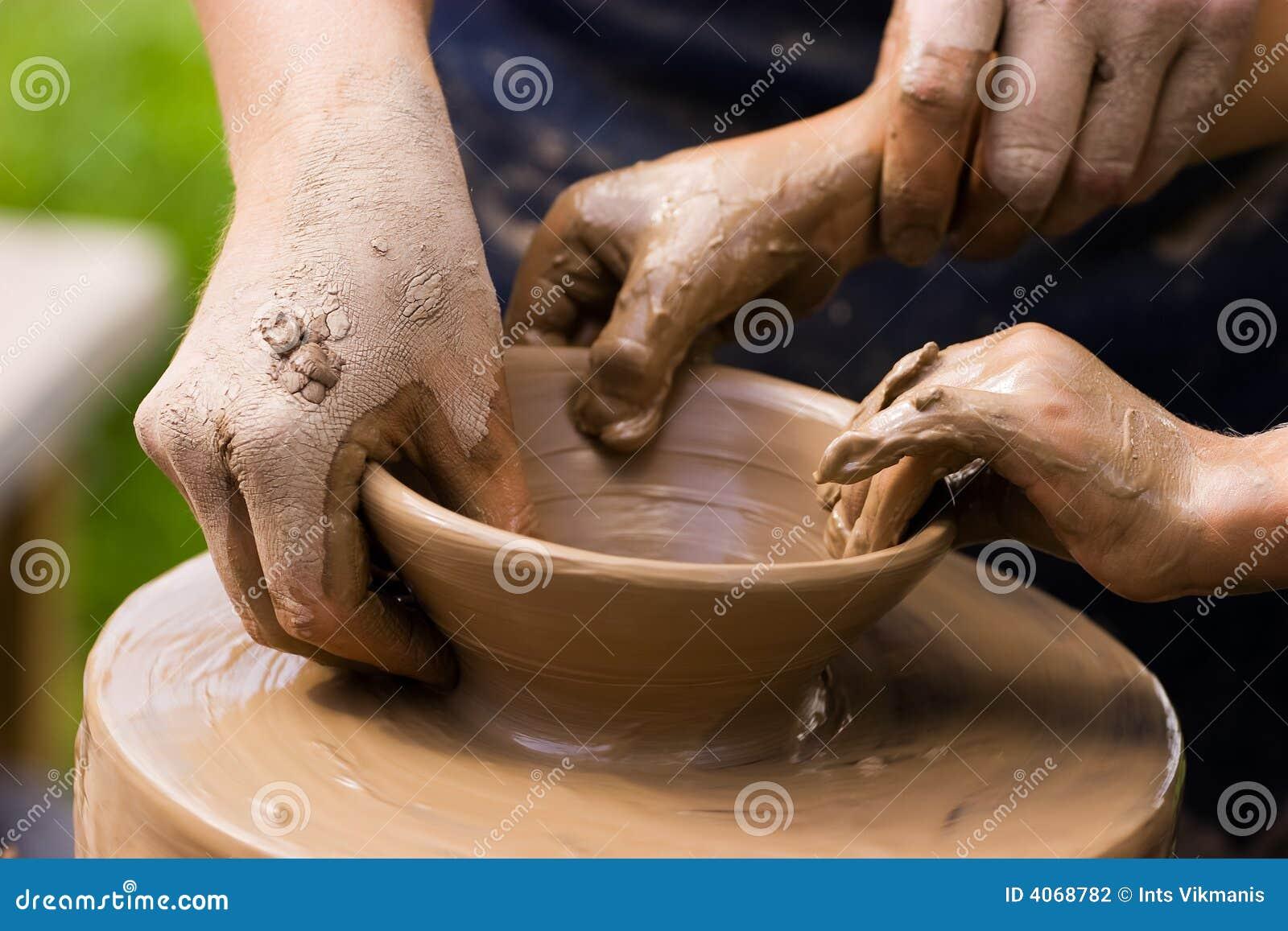 Potiers et mains d enfant