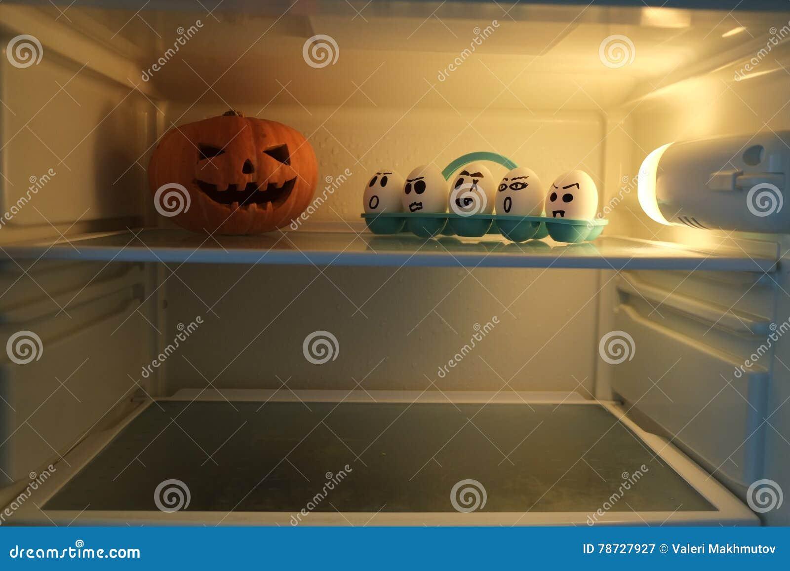 Potiron de Halloween contre les oeufs fâchés