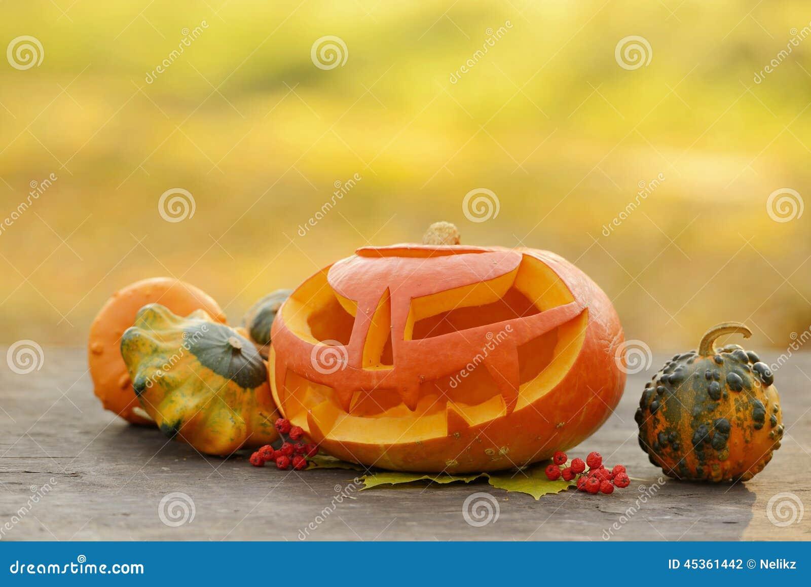 Potiron de Halloween sur les planches en bois